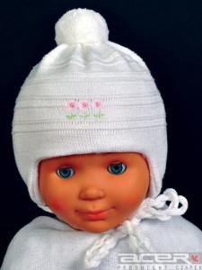 Biała czapka zimowa